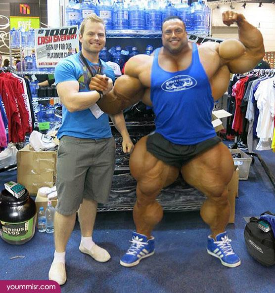 スポーツ用品店で「筋肉」