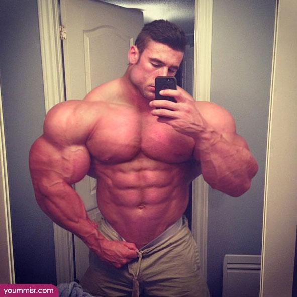 パンツを下げてセクシー「筋肉」