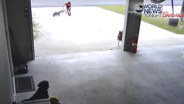 自転車を投げ捨て