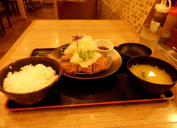 おろし重ねかつ定食(500円)