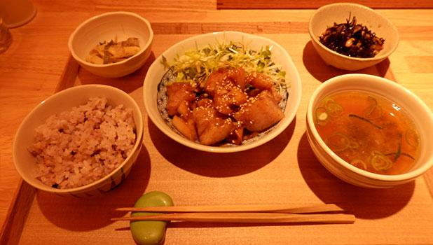豚肉と蓮根の生姜焼き風(950円)