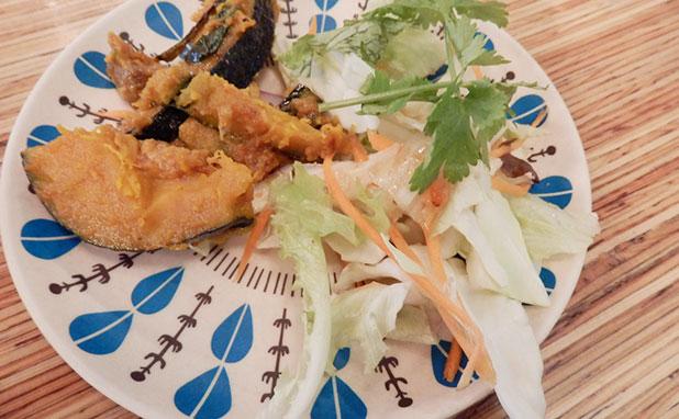 タイの惣菜のサラダ