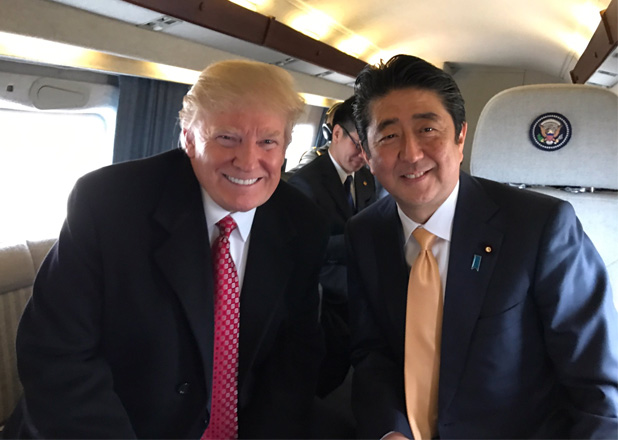 トランプ大統領と安倍首相のツーショット写真