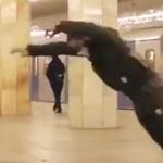 【恐ロシア】走る電車に向かって飛ぶ!